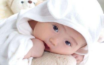 郑州月嫂培训浅谈婴儿饮水的注意事项,适合饮用水的种类