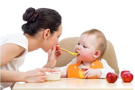 孩子吃水果